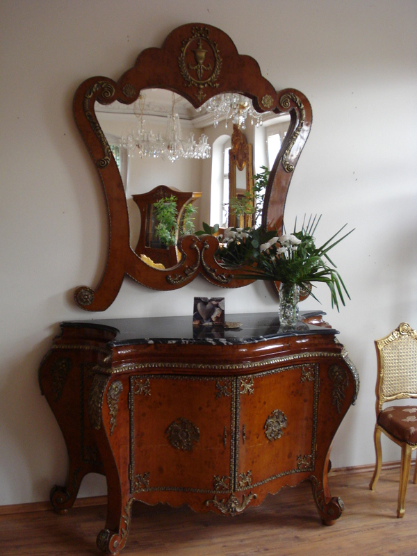 kommode antik mit spiegel inspirierendes design f r wohnm bel. Black Bedroom Furniture Sets. Home Design Ideas